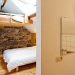 Les 2 chambres au grenier ont leur propre salle de bain.